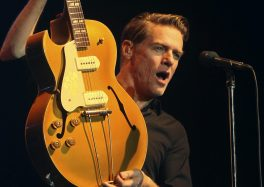 Bryan Adams the bare bones tour theatre sebastopol lille