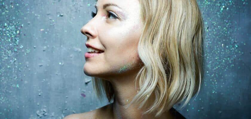 """Julie Erikssen : la chanteuse sort son premier album """"Out of Chaos"""" marqué par son amour de la pop et du jazz cacestculte"""