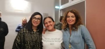 Delphine entourée du duo Brigitte. Crédit photo Audrey Delcroix