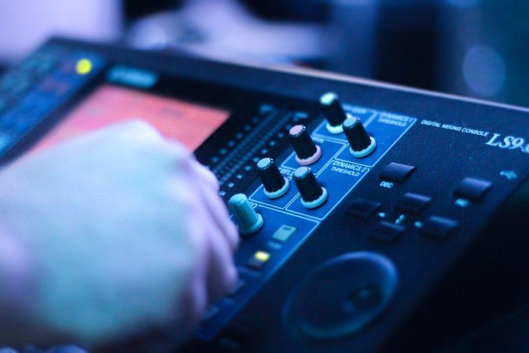 audio-console-2723851_960_720
