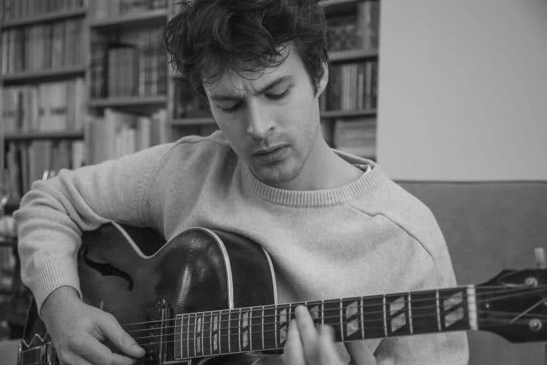Palo Santo sort la suite de son premier EP de jazz dans lequel il mêle ses influences percussives, psychédéliques et électros