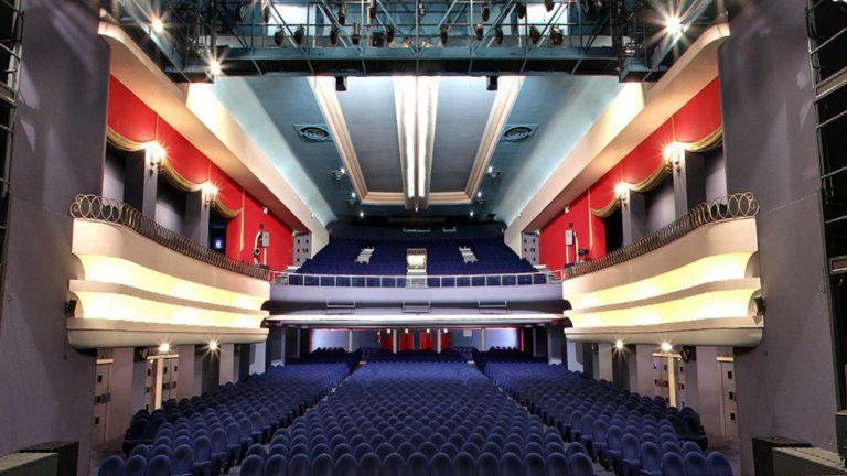 Le Colisée Théâtre de Roubaix, est occupé de jour comme de nuit depuis maintenant deux mois